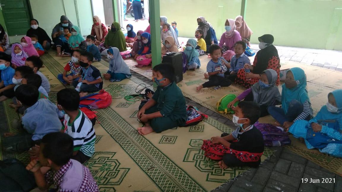 Kegiatan Reinteraksi sosial kelompok 1 di Aula Masjid Al Falah  Kel.Purbayan